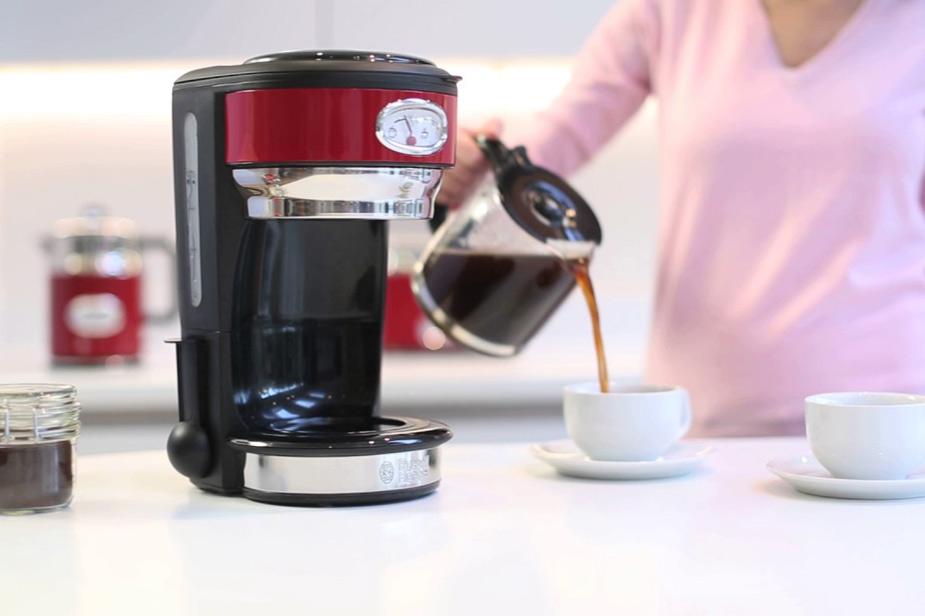 Aparat za kavu Russell Hobbs u retro dizajnu u stilu 50-ih
