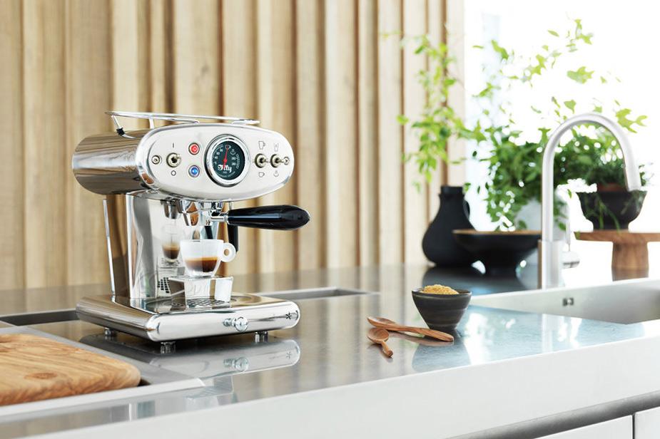 Aparat za kavu Illy X1 Anniversary u srebrnoj boji