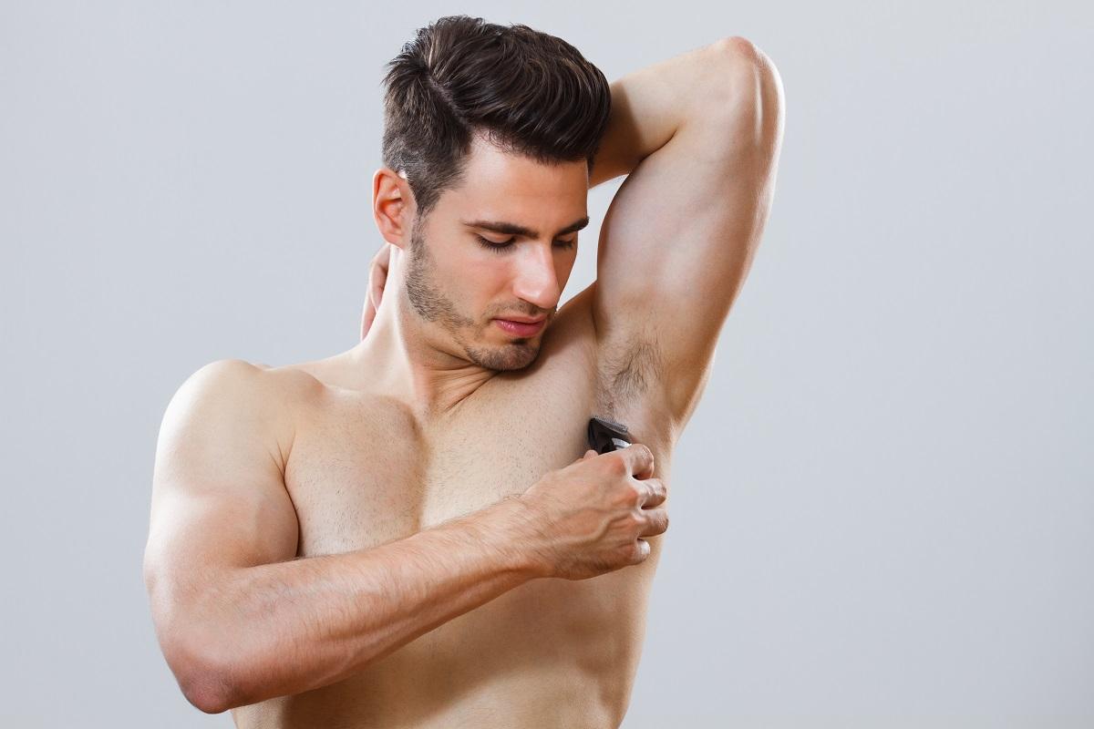 brijanje tijela aparatom za brijanje